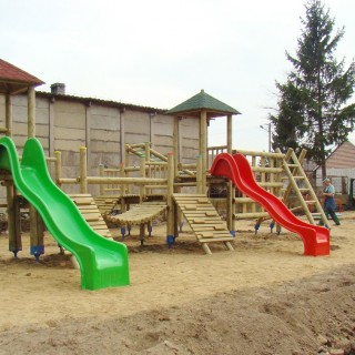 Plac zabaw Dwie Wieże starego typu
