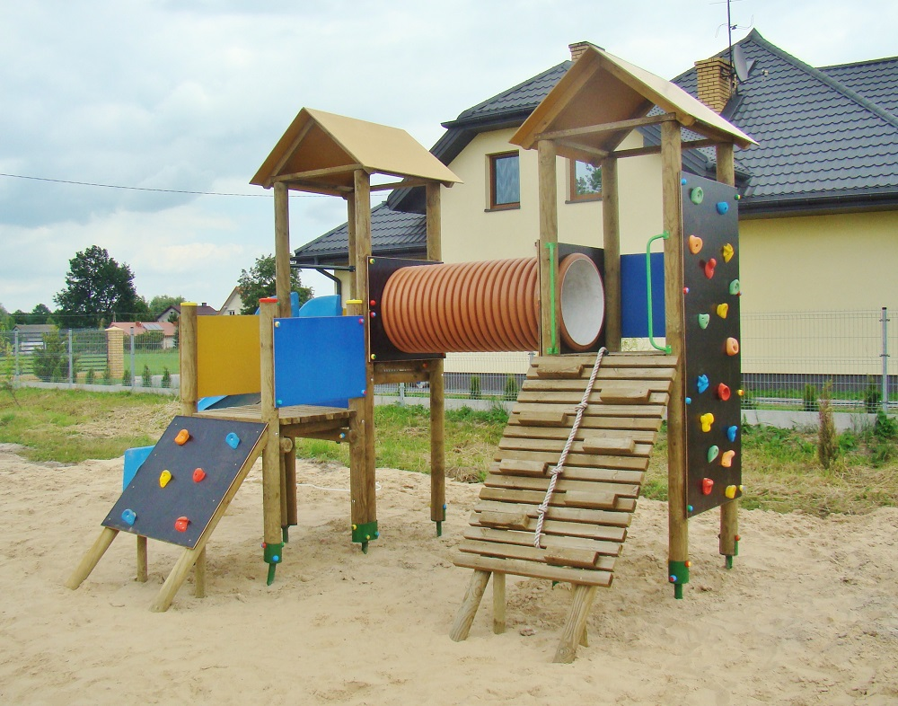 Plac zabaw Dwie Wieże z przejściem rurowym