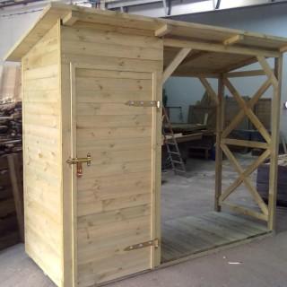 Domek WC połączony z drewutnią
