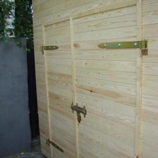 Drzwi domku narzędziowego