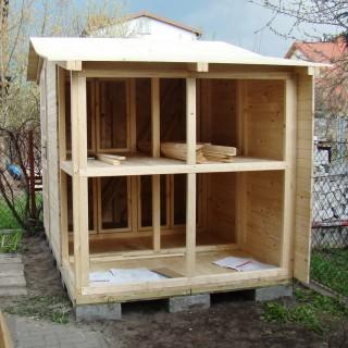 Domek dla kotów z półkami