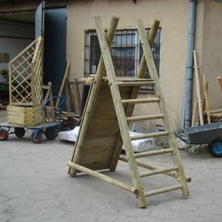 Ścianka wspinaczkowa na stelażu drewnianym